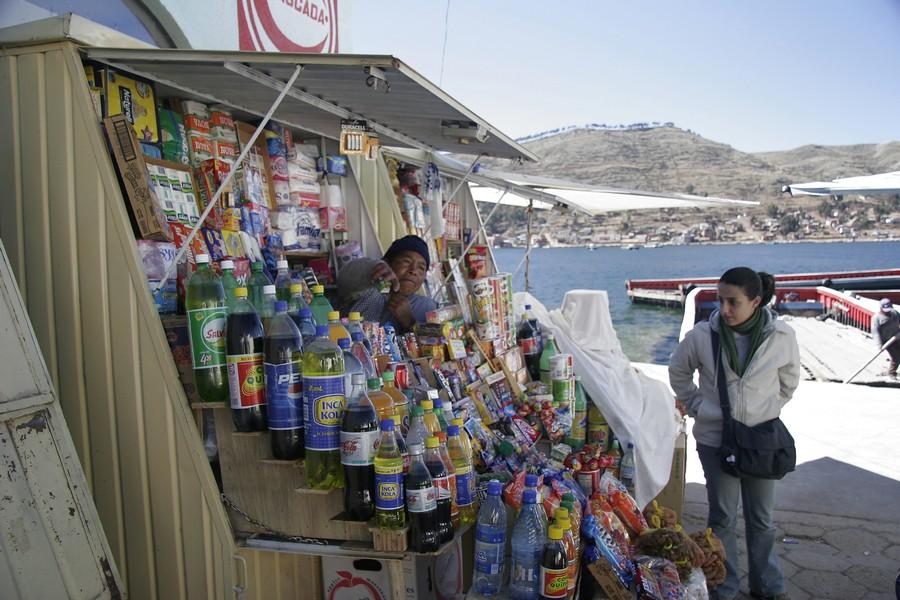 Copacabana na Bolívia - Comprando a famosa Inka Cola