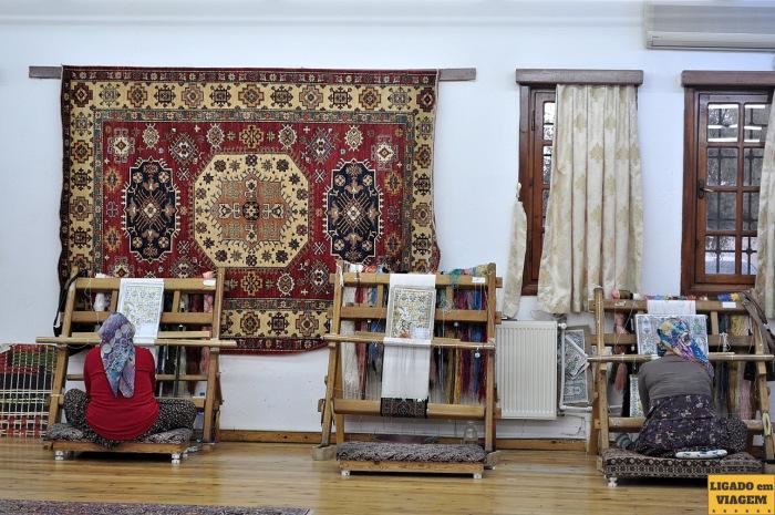 Os tapetes são confeccionados exclusivamente por mulheres - Visita a fábrica de tapetes de seda na Capadócia, Turquia