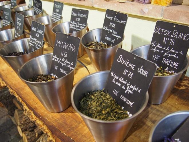 Nas ruazinhas encontramos uma loja de chá... Maravilhoso!!
