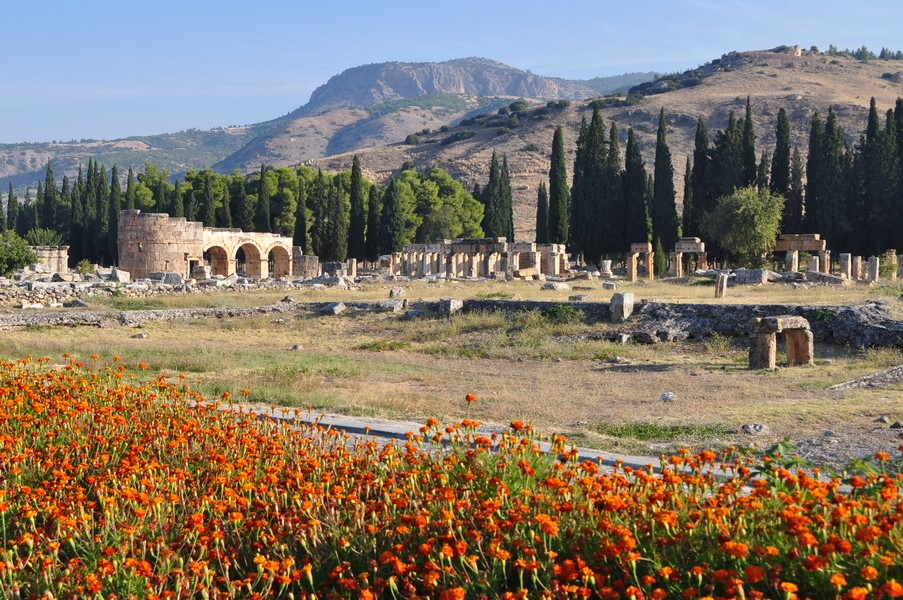 Pamukkale-Hierápolis e Éfeso na Turquia - Hierápolis no caminho para Pamukkale