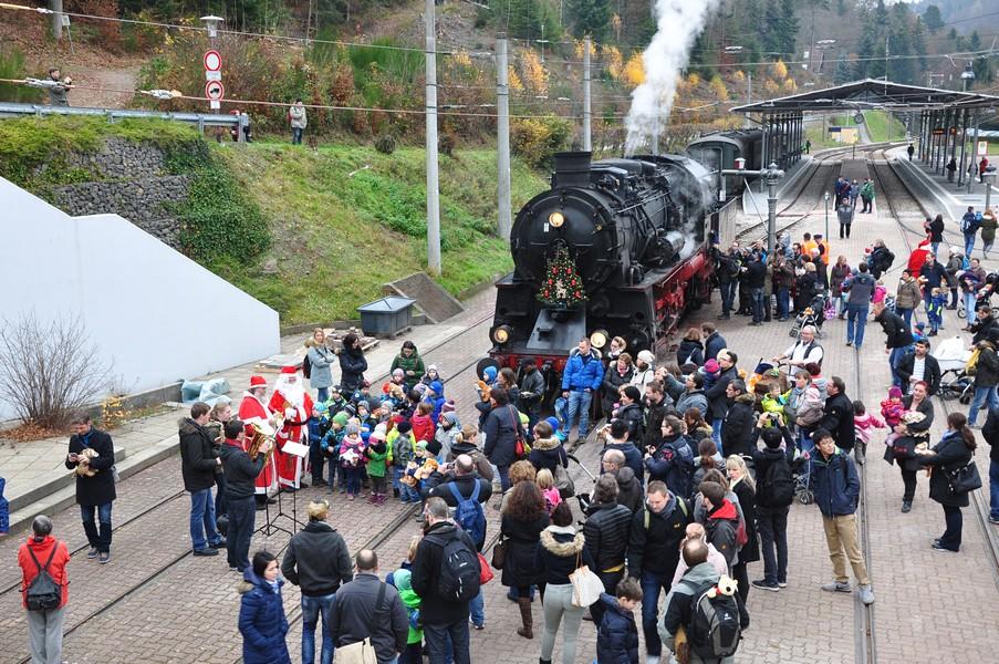 Natal na Alemanha - Trem maria-fumaça do São Nicolau - Chegada na estação