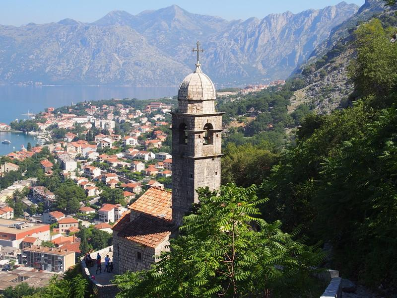Kotor Montenegro - Caminhando pela muralha antiga de Kotor e a igreja da Nossa Senhora da Saúde