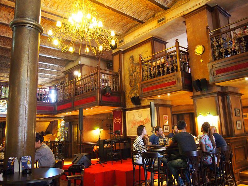 Sarajevo Bosnia e Herzegovina - Cervejaria Sarajevska, refugio da população durante as guerras ainda produz cerveja no país