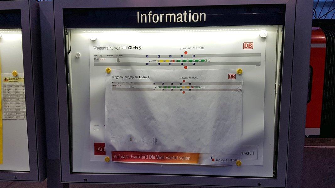 Viagem trem Alemanha - Painel com esquema do trem e relação vagão com trecho da plataforma