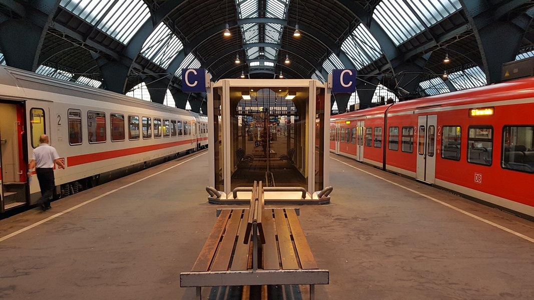 Viagem trem Alemanha - Letra indicando trecho da plataforma