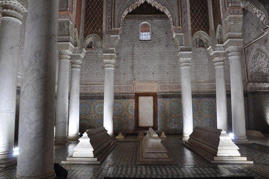 Dicas Viagem Marrakech em Marrocos - Sala dos túmulos em Tombeaux Saadiens