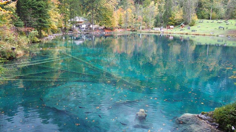Lago Blausee Suíça - Estátua submersa