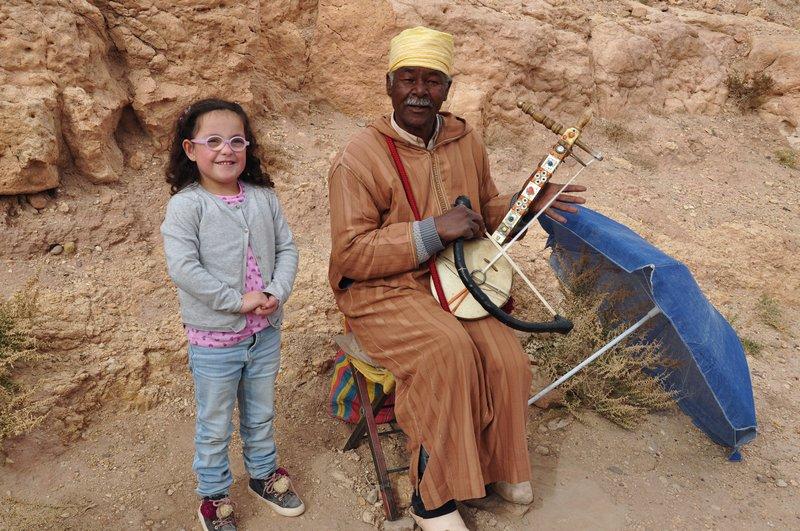 Viagem Ait-Ben-Haddou Ouarzazate Marrocos - Artista na citadela do ksar e fortaleza