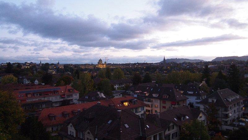 Hotel Berna Suíça - Vista da cidade de Berna para o Parlamento Suíço e a Catedral de Berna
