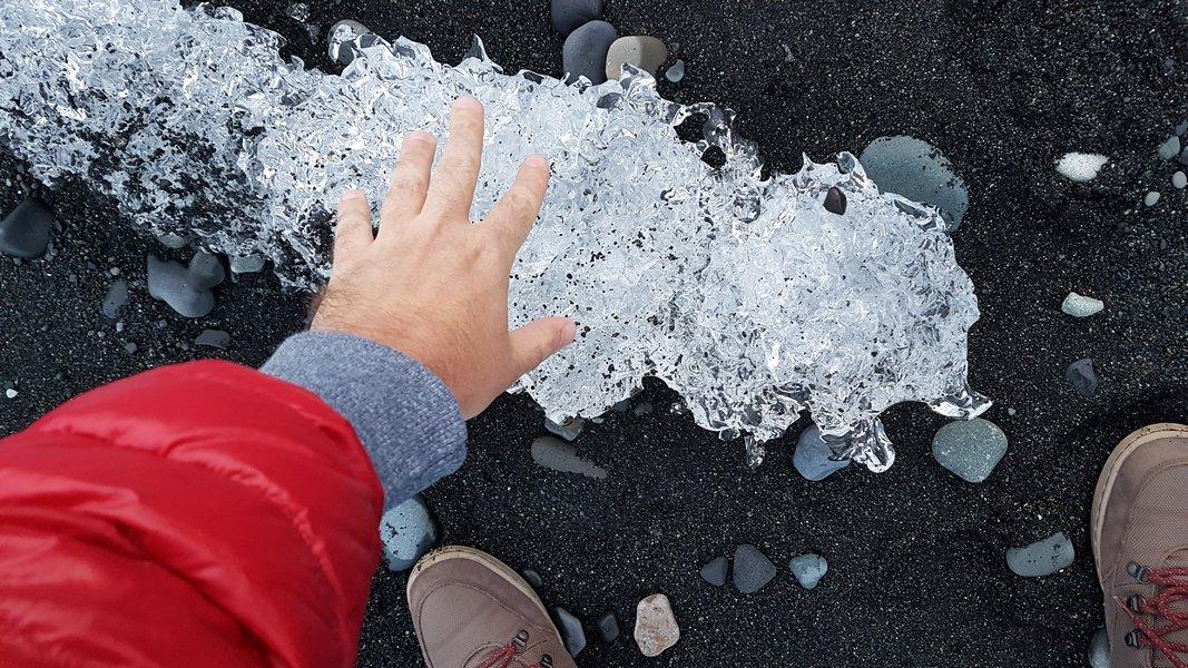 Praia de Areia Preta Islândia - Praia de Diamantes próxima da Lagoa Glacial Jökulsárlón