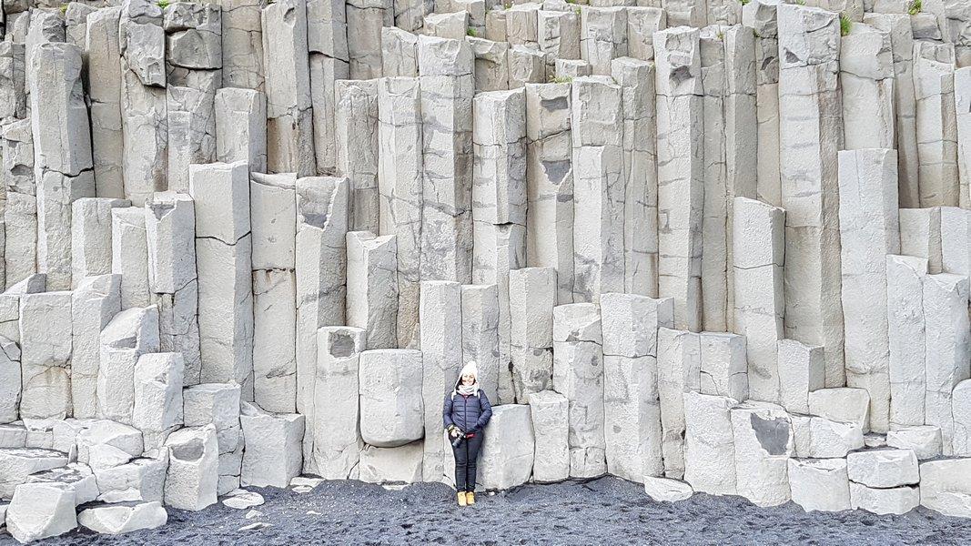 Praia de Areia Preta Islândia - Formações de basalto Reynisdrangar na Praia de Reynisfjara em Vík í Mýrdal